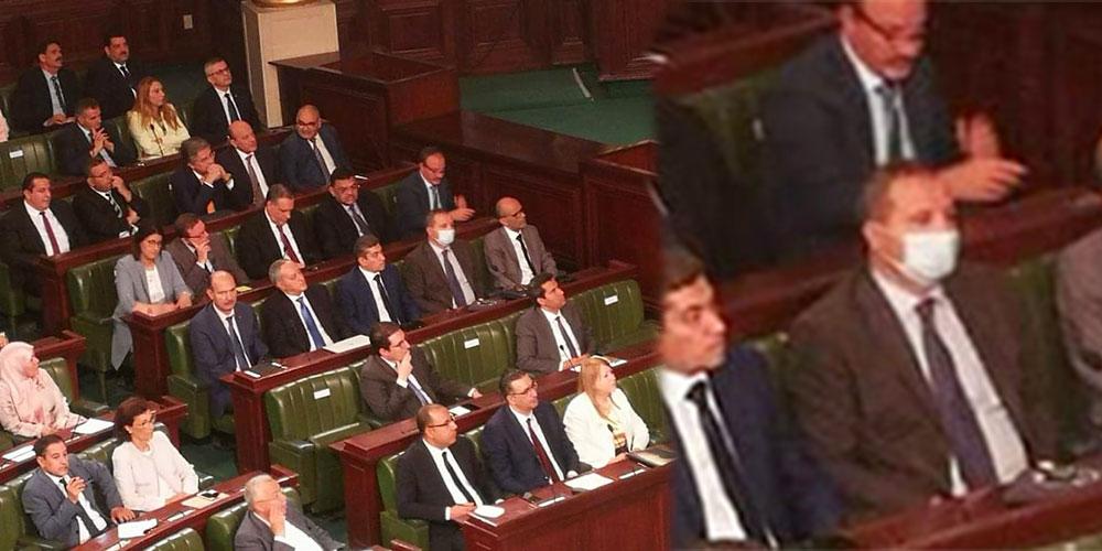 Photo du jour : seul le ministre de la Santé porte le masque