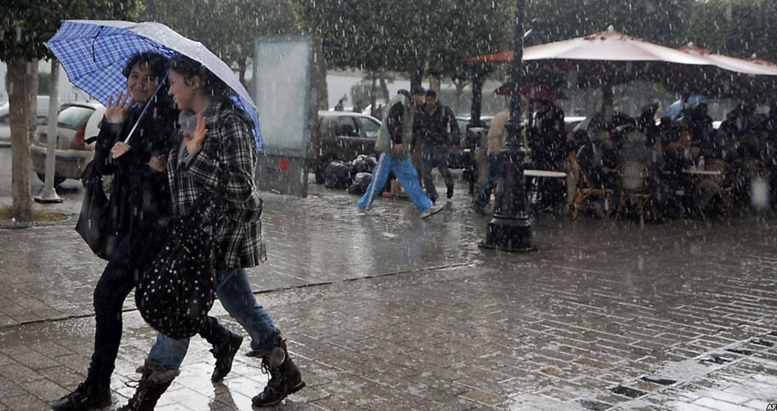 تواصل هطول الأمطار مع رياح قوية خلال هذه الليلة
