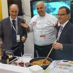 Photo du jour: Les Ambassadeurs du Canada et de la Tunisie cuisinent la M'hamsa à Toronto