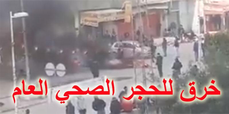 فيديو، مظاهرات و حرق للعجلات المطاطية في المنيهلة و خرق للحجر الصحي العام