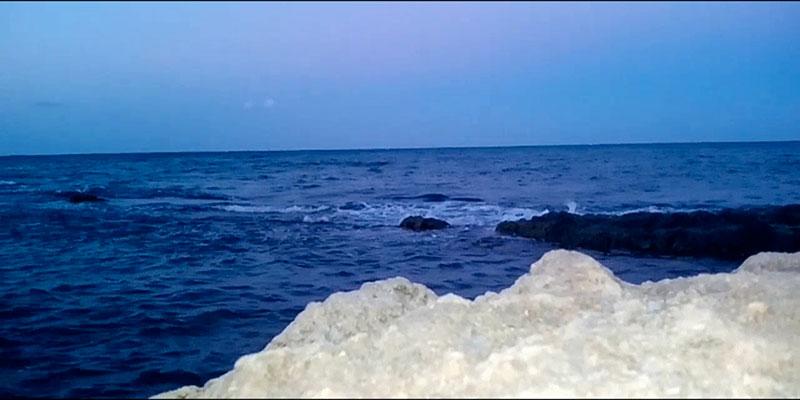 A cause des eaux usées, changement de couleur et mauvaises odeurs à la mer de Monastir