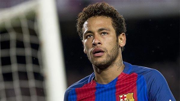 جماهير برشلونة تصف نيمار بـ''الخائن'' خلال مباراة ودية