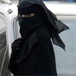 Le port du niqab dans l'espace public interdit à partir d'aujourd'hui