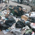 Béja : Envahis par les ordures, les citoyens saisissent les camions benne de la municipalité