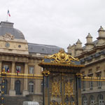 Aujourd'hui à Paris : Un homme s'est immolé par le feu devant le palais de justice !