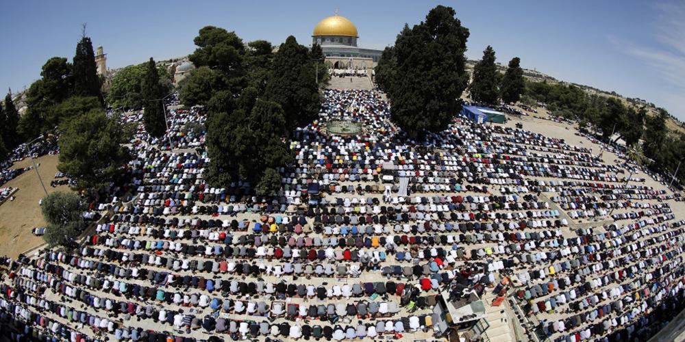 أكثر من 100 ألف مصلٍ يؤدون صلاة عيد الأضحى في المسجد الأقصى