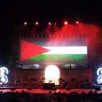 بالصورة : علم فلسطين يسجل ظهوره في مهرجان قرطاج الدولي