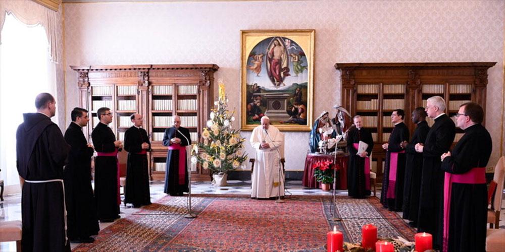 إصابة كاردينالين مقربين من البابا فرنسيس بكورونا