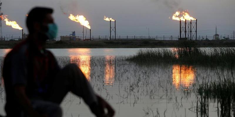 Le pétrole s'effondre et tombe au plus bas depuis 1999