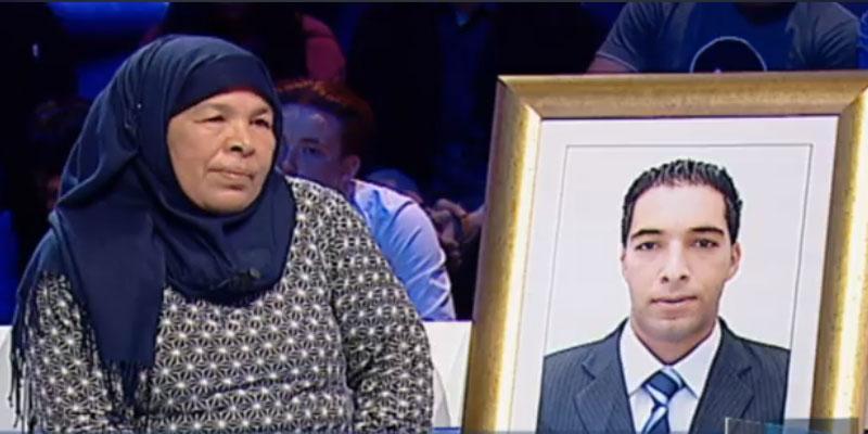 بالفيديو: والدة شهيد الأمن الرئاسي عمر الخياطي: دربوني شهرين ومن بعد سيبوني في جبل القصرين