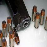 Un chauffeur de voiture vivement recherché pour détention d'arme à feu
