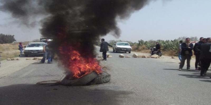 القيروان: حجز شاحنة محملة بعجلات مطاطية قديمة توزع على المحتجين لحرقها بالمفترقات