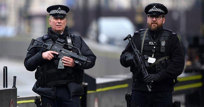 إصابة 4 أشخاص في حادث طعن بمركز تجاري في بريطانيا