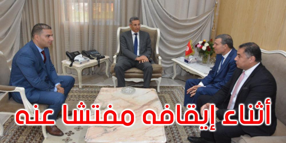 وزير الداخلية يستقبل محافظ شرطة بُتر إصبعه خلال أدائه لواجبه