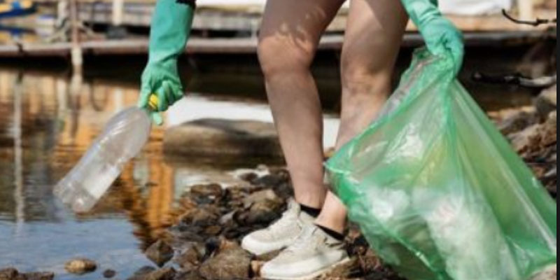 فرنسا تغرق المتوسط في بحر من نفايات البلاستيك