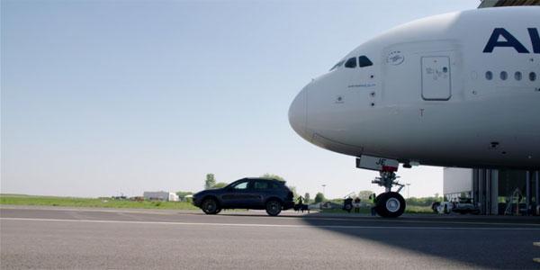 En vidéo : Quand un Porsche Cayenne tracte un Airbus A380