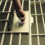 الحكم بالسجن على إرهابي حاول اغتيال مسؤول سعودي بالسم