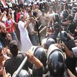 Les pro-Moubarak scandaient devant le tribunal : On ne t'abandonnera pas !!!
