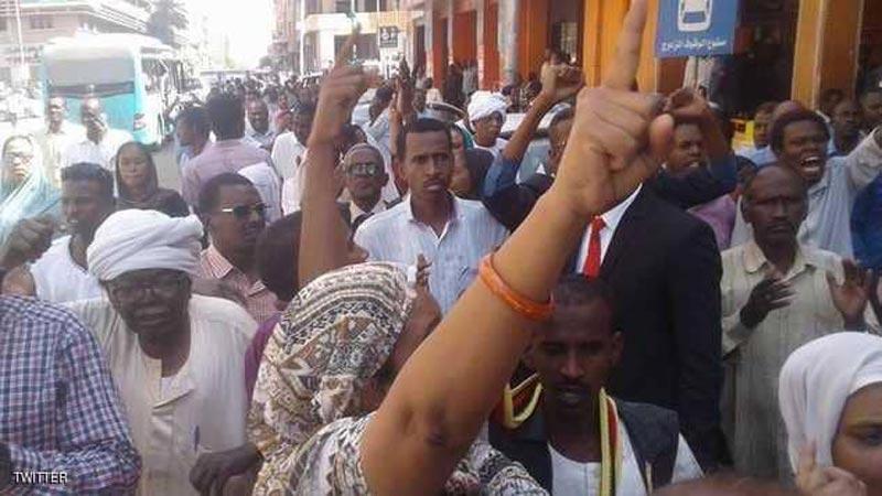 اتساع احتجاجات الخرطوم: واعتقال عشرات المعارضين