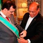 رئيس الجمهورية يقلّد علي لعريض الصنف الأكبر من وسام الجمهورية