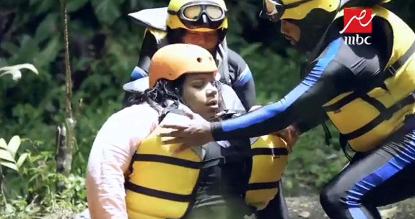 بالفيديو... شيماء سيف أول حالة إغماء في 'رامز في الشلال'
