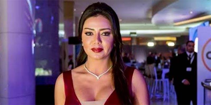 فيديو: فستان فاضح لرانيا يوسف يقلب معايير الموضة فى مهرجان القاهرة