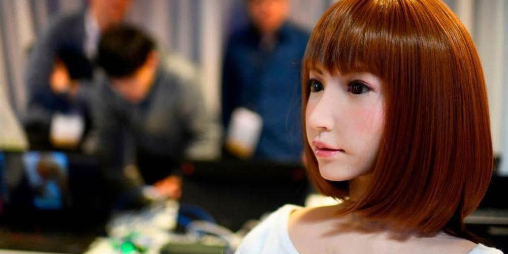 روبوت ''أنثى '' يحصل على أول دور بطولة في فيلم سينمائي ''باهظ ''