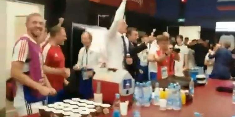 بالفيديو : احتفالات لاعبي منتخب روسيا داخل غرفة تغيير الملابس
