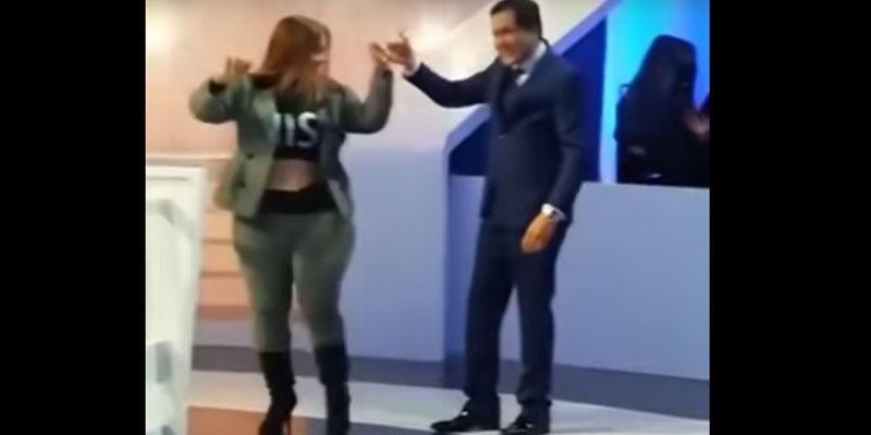 فيديو أثار جدلا: عبد الرزاق الشابي يرقص مع ضيفته