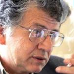وفاة الشاعر الفلسطيني سميح القاسم صاحب قصيدة 'منتصب القامة أمشي'