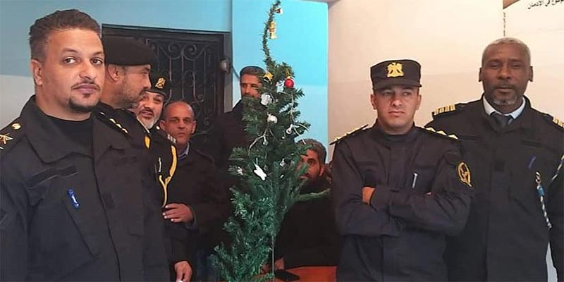 ''ضبط وإحضار'' شجرة كريسماس في ليبيا.. ردود فعل متباينة