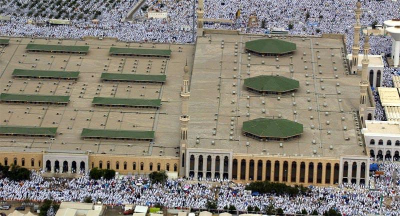 بالفيديو: ضجة في المملكة بسبب ما قام به وزير سعودي في الحرم المكي