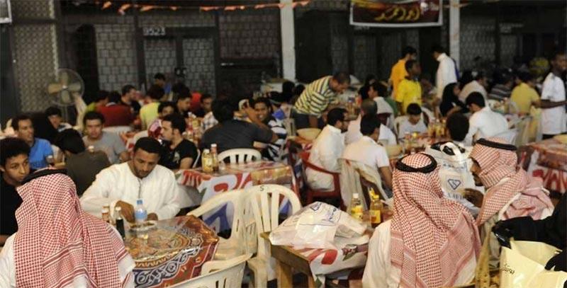 إغلاق مطعم سعودي يرفض دخول الزبائن بالزي الوطني