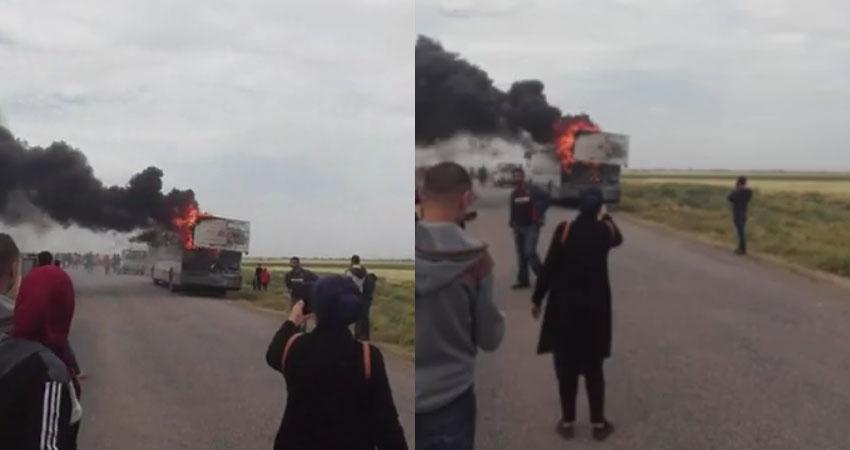 بالفيديو:احتراق حافلة لنقل العمال بالسبيخة