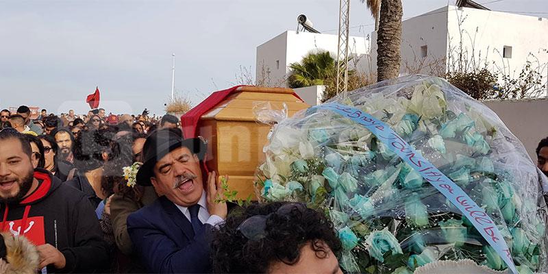 بالصور، أحمد الصديق يشارك في حمل نعش الراحلة لينا بن مهني