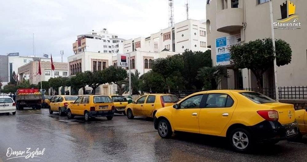 A sfax, un sit-in en taxis pour protester contre la pénurie des bouteilles de gaz