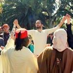 بالصور : اللباس التقليدي يغزو حديقة عمومية مهمشة و يعيد الروح إلى مدينة صفاقس