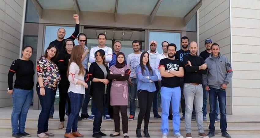 الصحفيون والعاملون في إذاعة شمس آف آم في اعتصام مفتوح