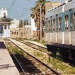 Gabes : Des sitinneurs coupent la route nationale 1 et les rails du train vers Tunis !