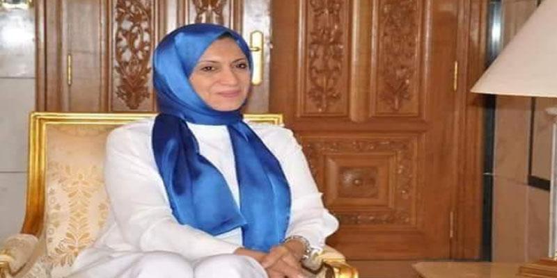 صورة سعاد عبد الرحيم وهي تغطي رأسها تثير الجدل