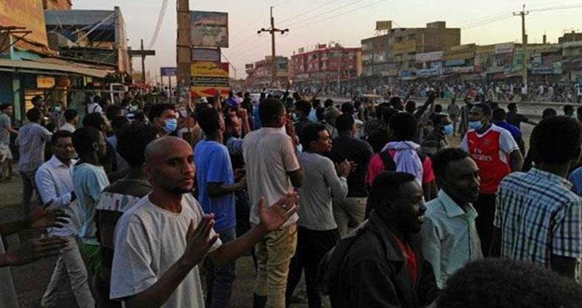 الشرطة السودانية تفرق المتظاهرين في العاصمة بالغاز المسيل للدموع<