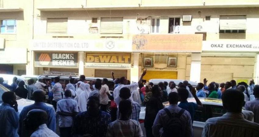 الشرطة السودانية تفرق محتجين بقنابل مسيلة للدموع