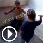 فيديو..عائلة لبنانية تشجع طفلها على ضرب طفل سوري
