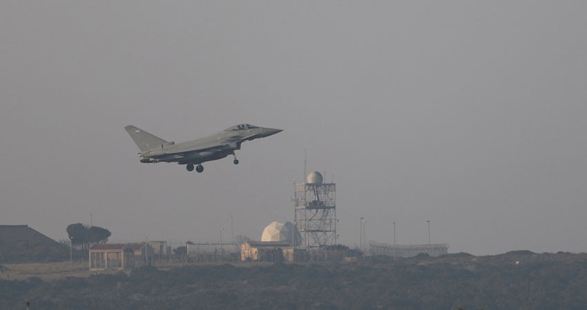 هل تسقط ضربات التحالف الثلاثي 'الأسد' ؟