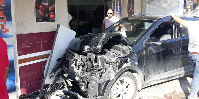 سيارة سائح جزائري تصطدم بمقهى في سوسة