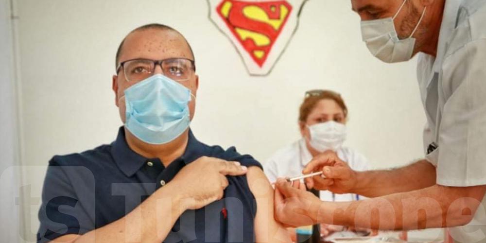 Coronavirus : Mechichi reçoit la deuxième dose du vaccin comme un ''SUPERMAN''