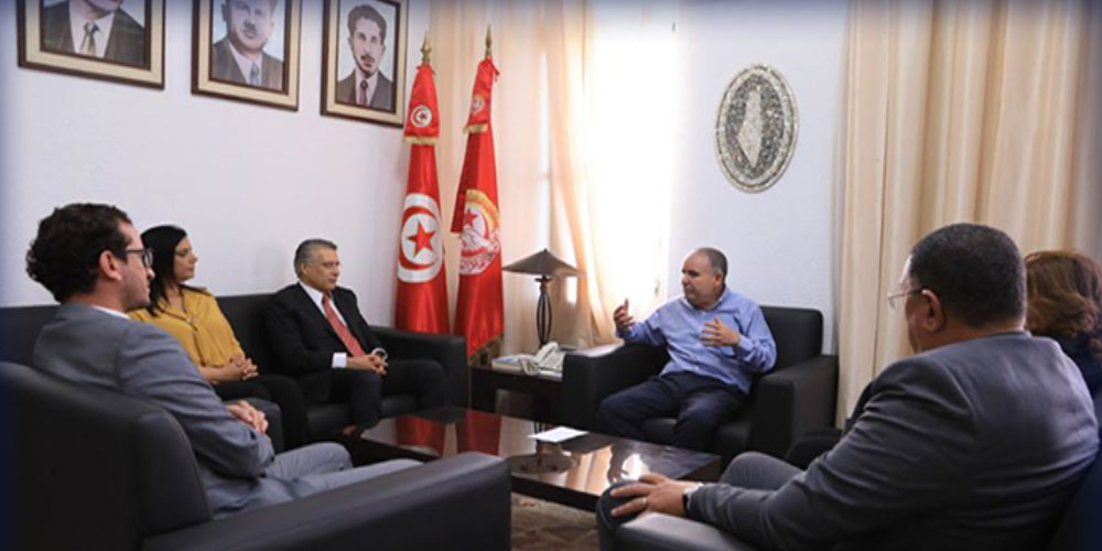 نور الدين الطبوبي يلتقي بوفد عن حزب قلب تونس