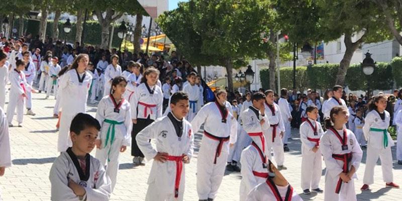 جمعية ''شجع طفلا ، إصنع بطلا'' تحتفل بعيد الشهداء بعرض لرياضة التايكواندو وسط العاصمة