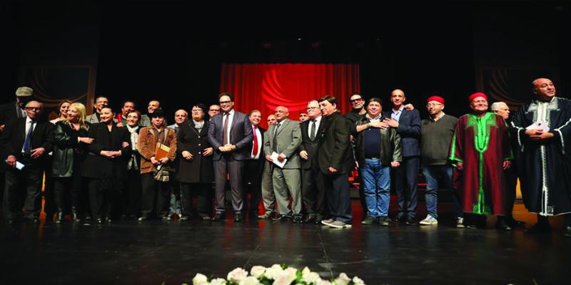 وزير الشؤون الثقافية يكرّم عددا من المبدعين التونسيين