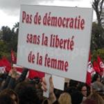 En Photos : Manifestation au Bardo en hommage à la Tunisienne